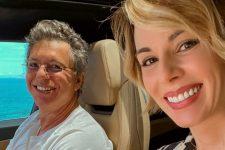 Boninho foi recebido por Ana Furtado após ficar um mês longe de casa (Foto: Reprodução/Instagram)