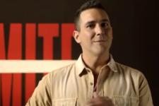 André Marques no comando do No Limite; reality terá final ao vivo (Foto: Reprodução/TV Globo)