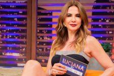 Luciana Gimenez em seu programa na RedeTV!; apresentadora causou com foto sensual (Foto: Reprodução/Instagram)