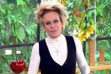 Ana Maria Braga no Mais Você de hoje (20); apresentadora teve xingamento vazado durante apresentação de Wesley Safadão (Foto: Reprodução/TV Globo)