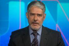 William Bonner no Jornal Nacional; jornalista tomou vacina contra covid-19 (Foto: Reprodução/TV Globo)