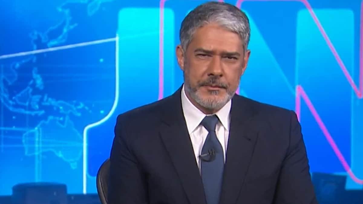 William Bonner no comando do Jornal Nacional; jornalista apareceu em momento com a esposa (Foto: Reprodução/TV Globo)