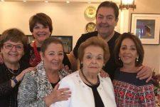 Faustão com a mãe, Cordélia Silva, e as irmãs (Foto: Reprodução/Instagram)