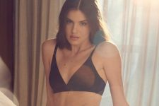 Camila Queiroz interpreta Angel em Verdades Secretas 2; dublê é usada em cenas de sexo sadomasoquista (Foto: Henrique Gendre/Reprodução/Instagram)