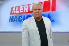 Sikêra Jr. foi alvo de protesto na frente da RedeTV! (Foto: Reprodução/RedeTV!)