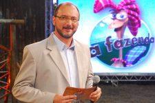 Britto Jr. no comando de A Fazenda, na Record; apresentador detonou Rodrigo Carelli, diretor do reality (Foto: Divulgação)