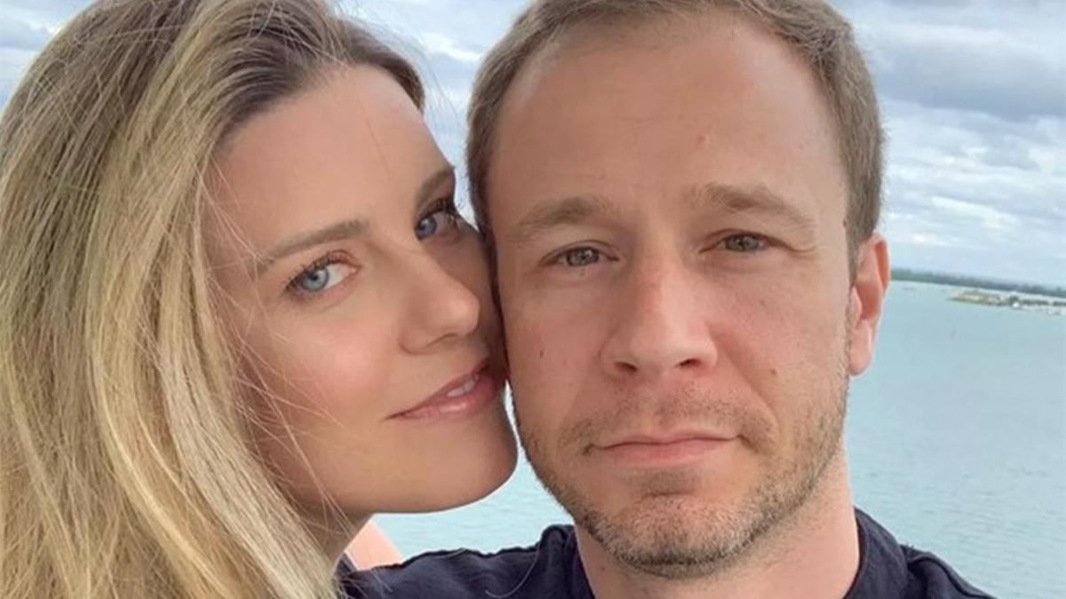 Daiana Garbin e Tiago Leifert; esposa do apresentador mandou recado após mostrar a filha (Foto: Reprodução/Instagram)