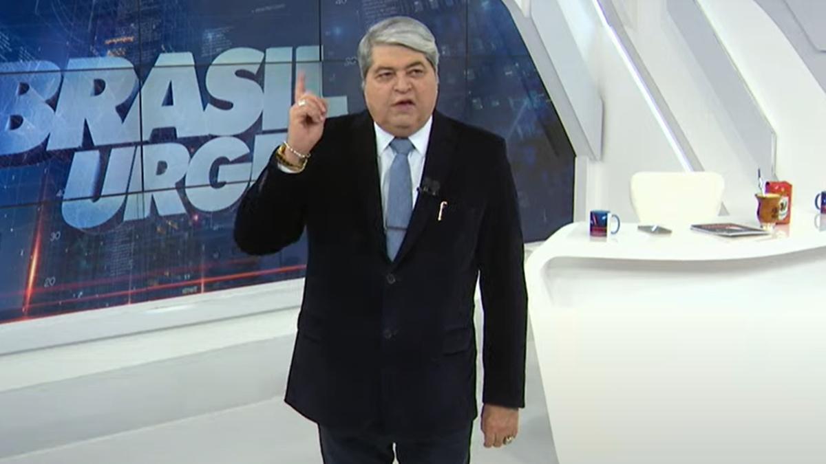 José Luiz Datena surgiu irritado em conversa com Catia Fonseca no Brasil Urgente e reclamou da Band (Foto: Reprodução/Band)