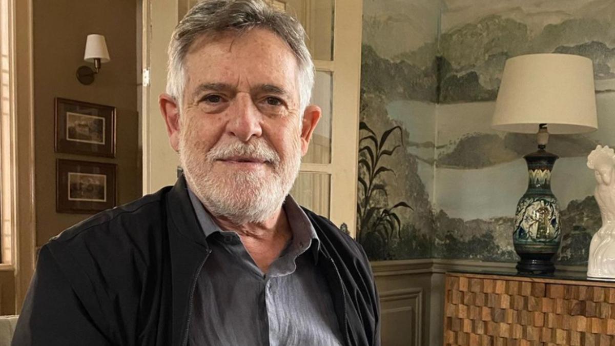José de Abreu nos bastidores da novela Um Lugar ao Sol, na Globo; ator pediu perdão à Tabata Amaral (Foto: Reprodução/Instagram)
