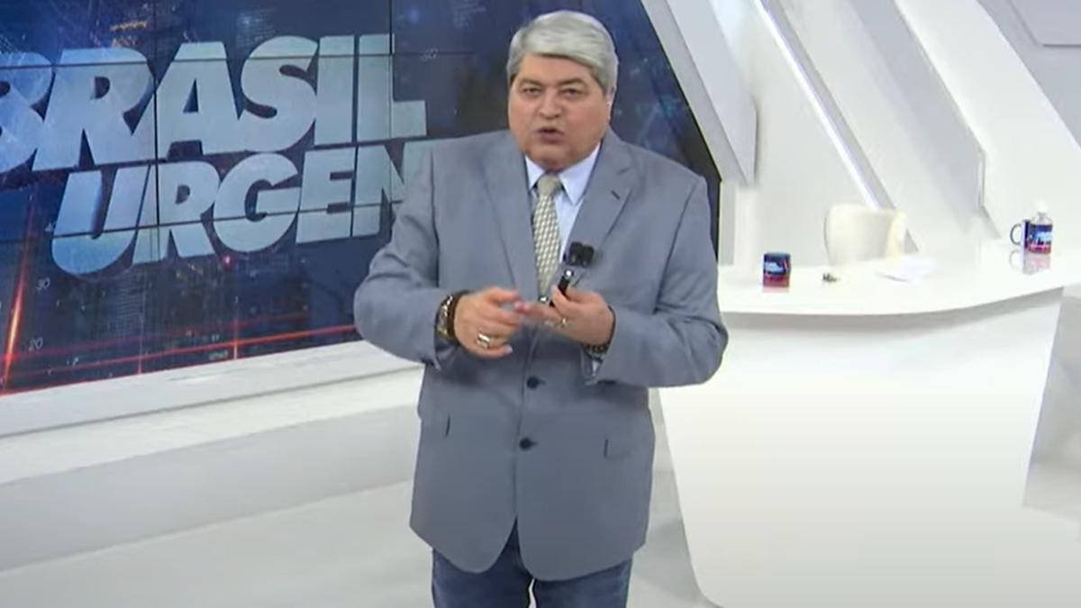 Datena no comando do Brasil Urgente; apresentador negou os boatos de que vai sair da Band (Foto: Reprodução/Band)