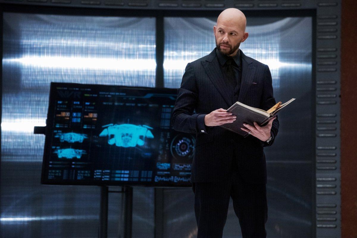 Jon Cryer interpretará o personagem Lex Luthor no crossover Crise nas Infinitas Terras e aparece em primeira imagem divulgada (Imagem: Divulgação)