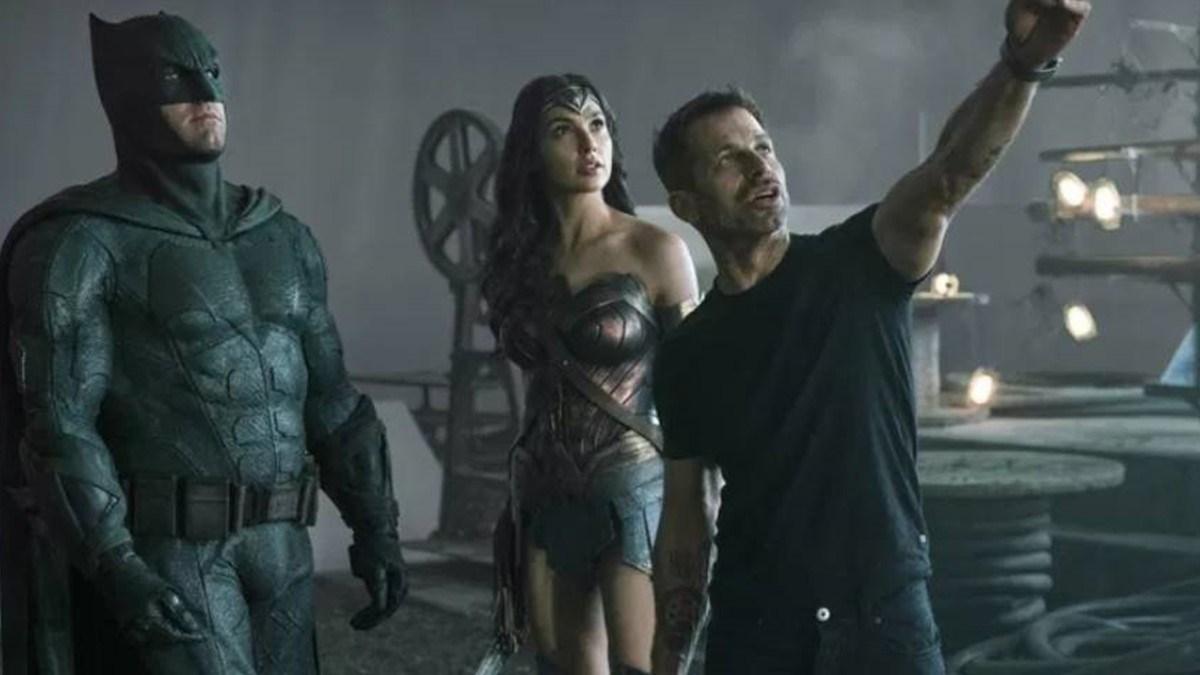 Ben Affleck, Gal Gadot e Zack Snyder em filmagens de Liga da Justiça