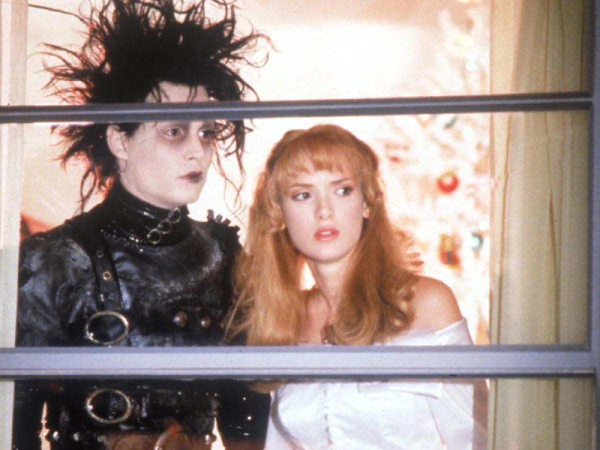 Johnny Depp e Winona Ryder em Edward Mãos de Tesoura