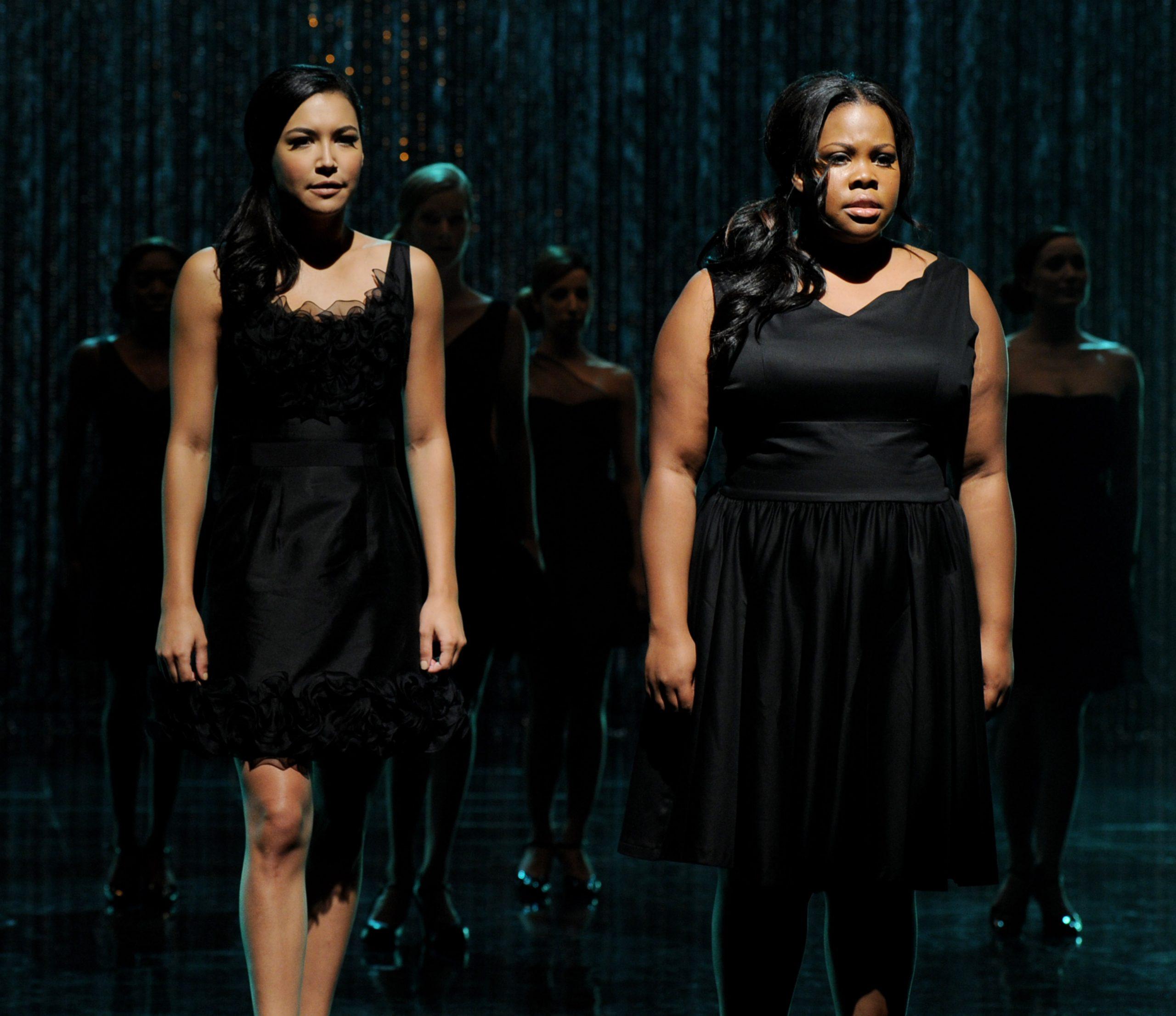 Naya Rivera e Amber Riley como Santana e Mercedes em Glee