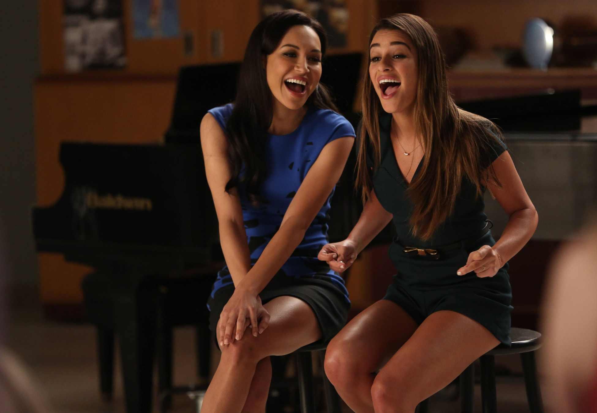 Santana (Naya Rivera) e Lea Michele (Rachel) em Glee
