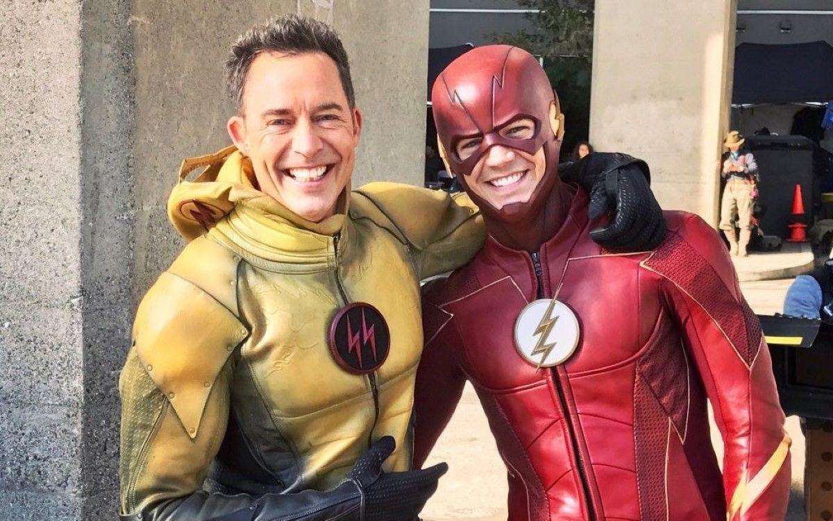 Tom Cavanagh e Grant Gustin da série The Flash (Divulgação / The CW)
