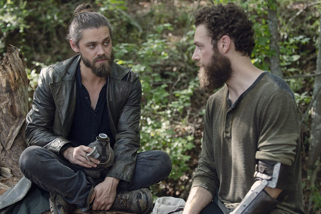 Jesus (Tom Payne) e Aaron (Ross Masquand ) em The Walking Dead