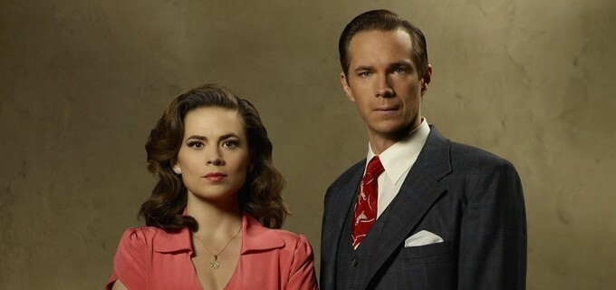 Peggy (Hayley Atwell) e Jarvis (James D'Arcy) em Agent Carter