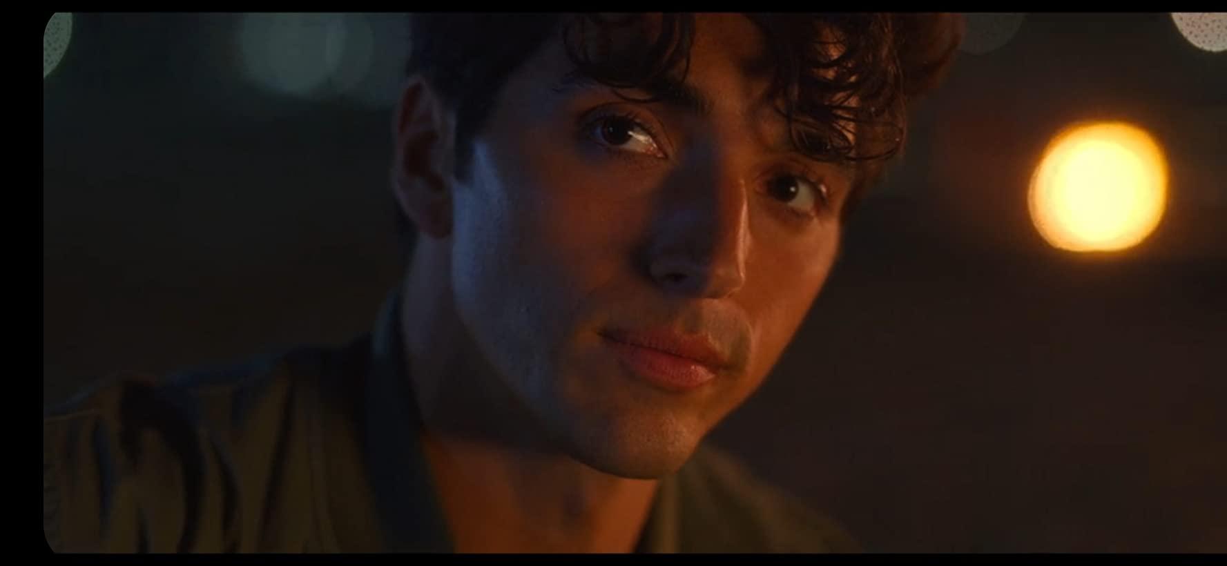 Marco (Taylor Zakhar Perez) em A Barraca do Beijo 2