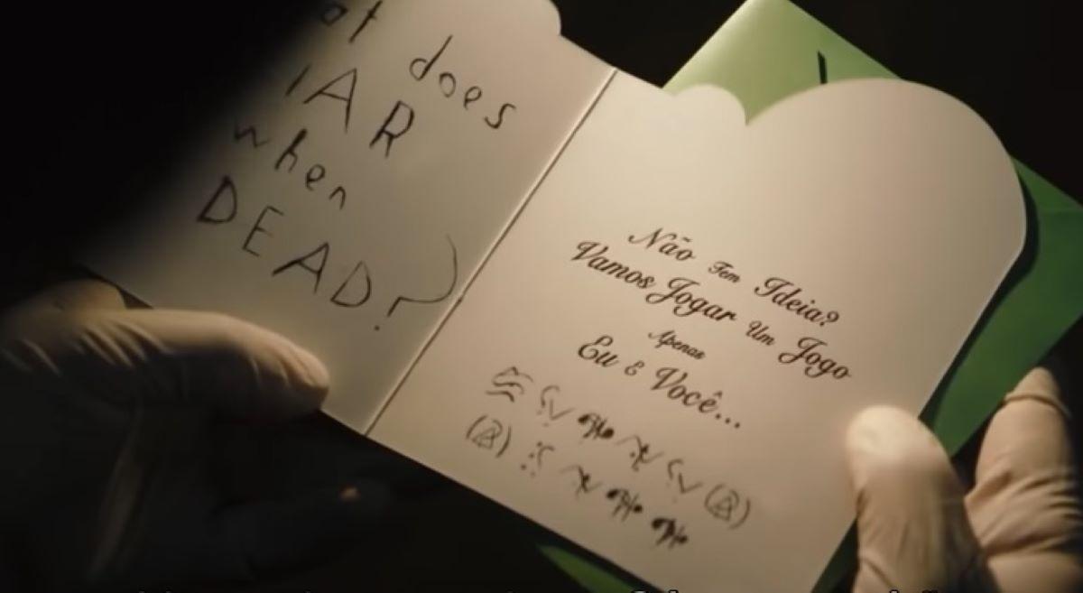 Mensagem traduzida retirada do trailer de The Batman (Reprodução / DC)