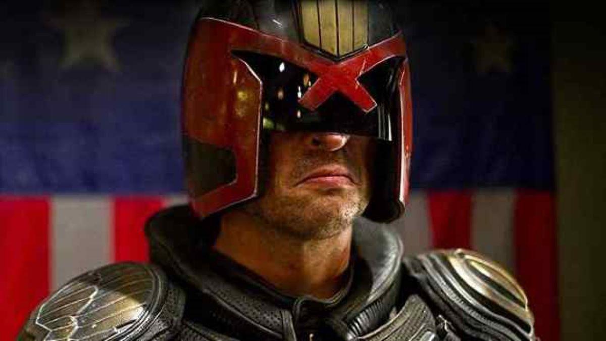 Karl Urban como Juiz Dredd (Reprodução)