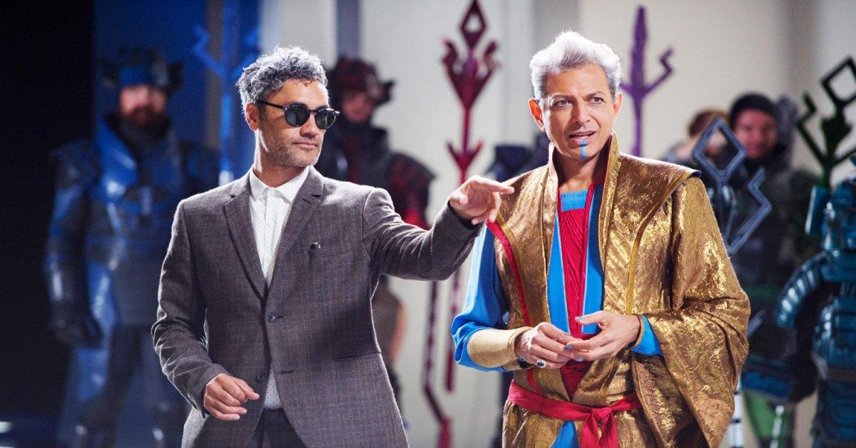 Taika Waititi e Jeff Goldblum em Thor: Ragnarok (Divugação / Marvel)