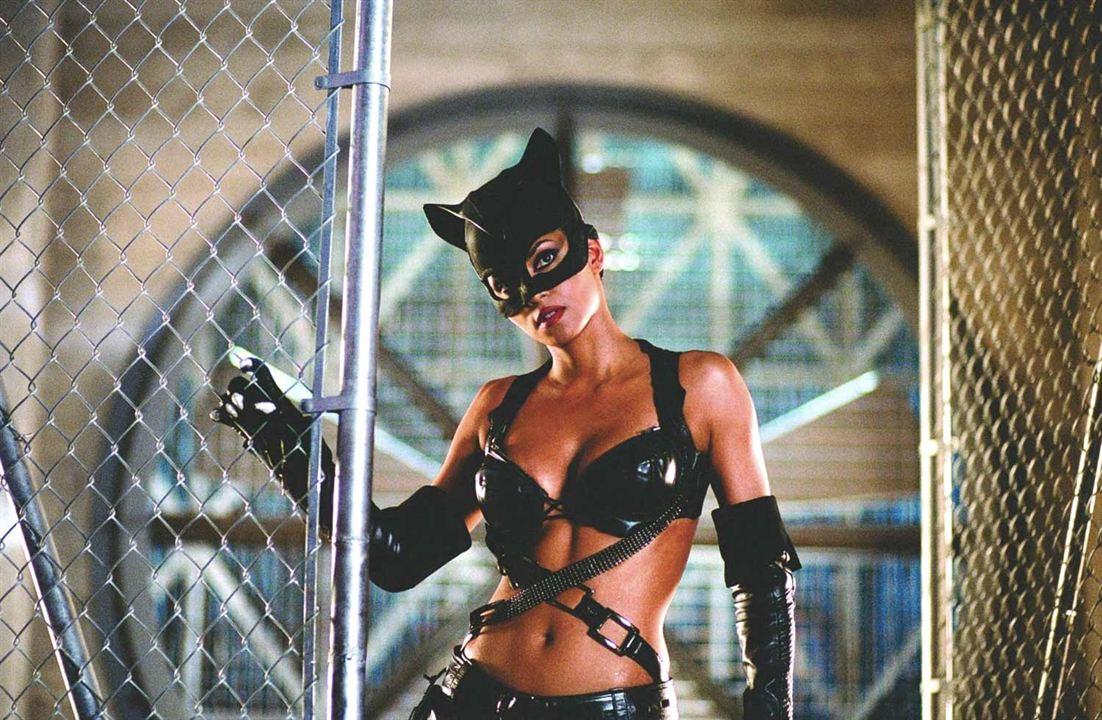 Halle Berry como Mulher-Gato
