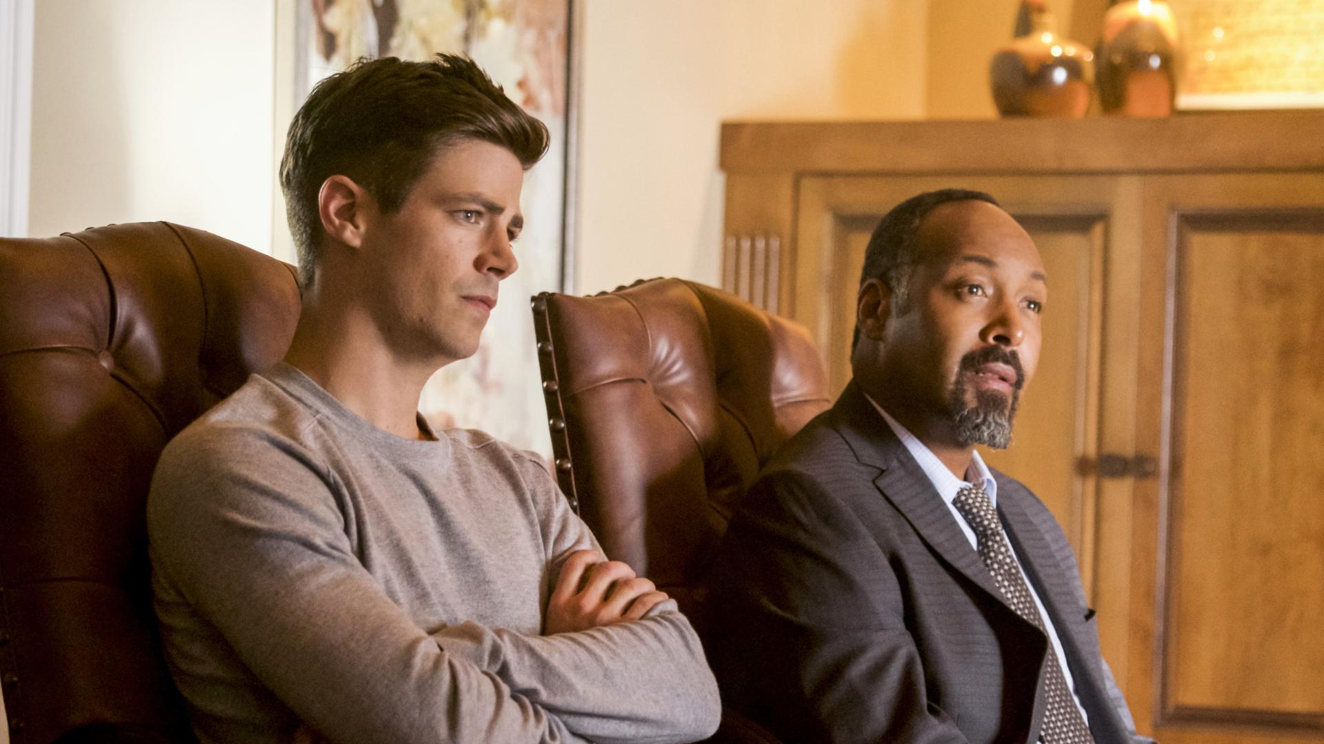 Barry (Grant Gustin) e Joe em The Flash