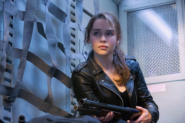 Emilia Clarke como Sarah Connor em O Exterminador do Futuro: Gênesis