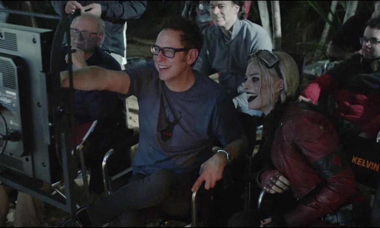 James Gunn e Margot Robbie durante filmagens de O Esquadrão Suicida