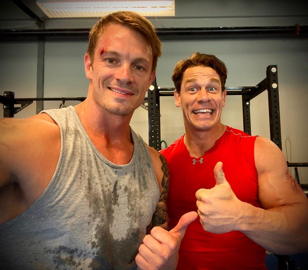 Joel Kinnaman e John Cena nos bastidores de O Esquadrão Suicida
