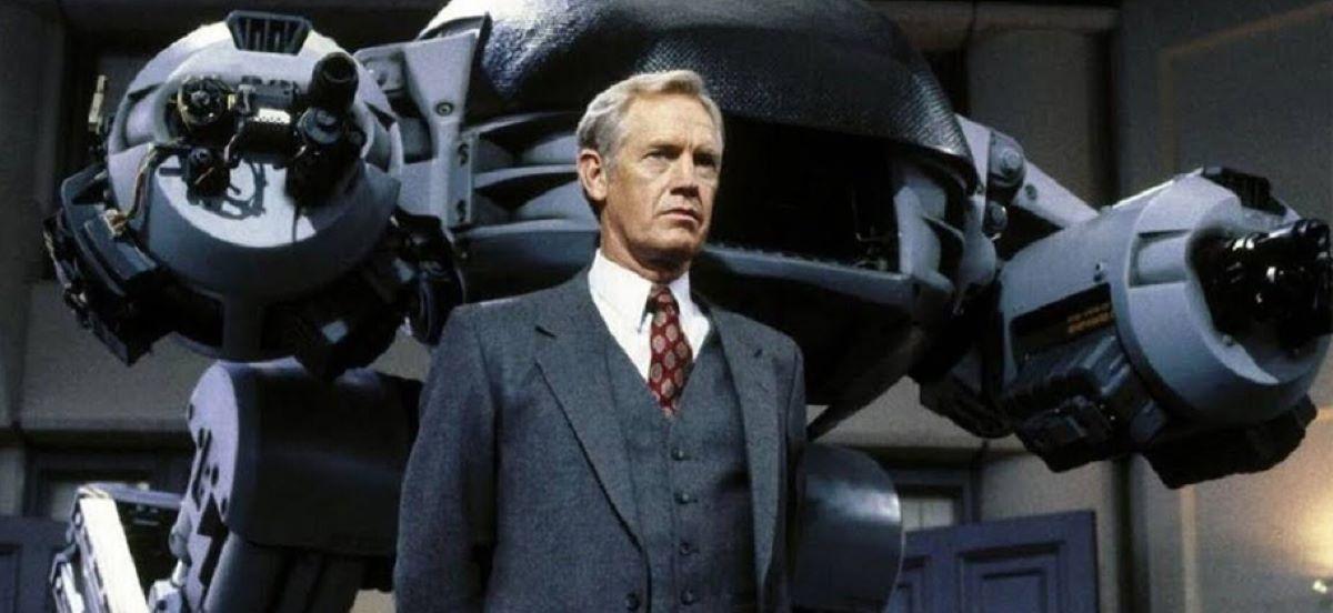 Dick Jones (Ronny Cox) em Robocop (Reprodução)