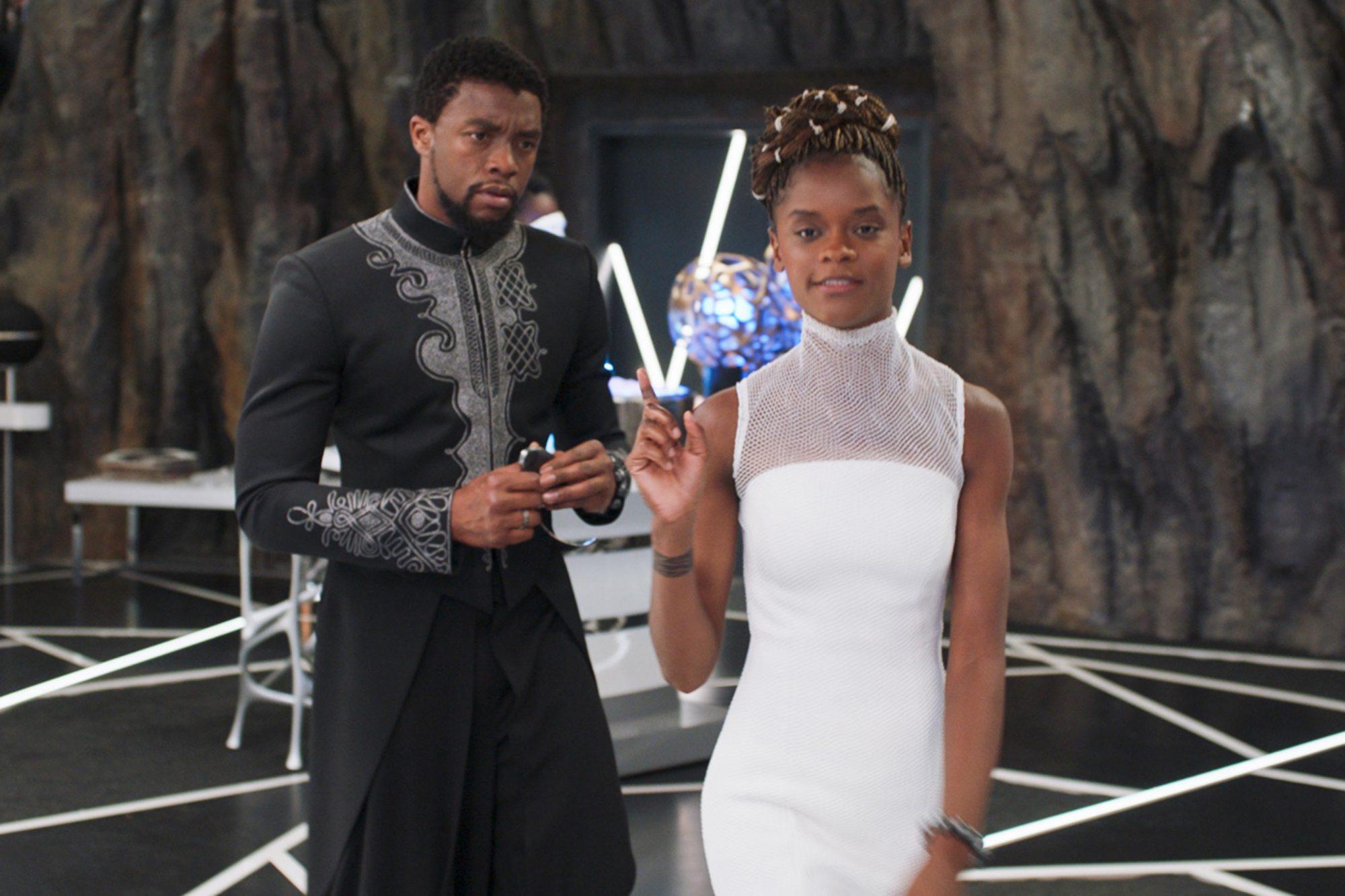 T'Challa (Chadwick Boseman) e Shuri (Letitia Wright) em Pantera Negra