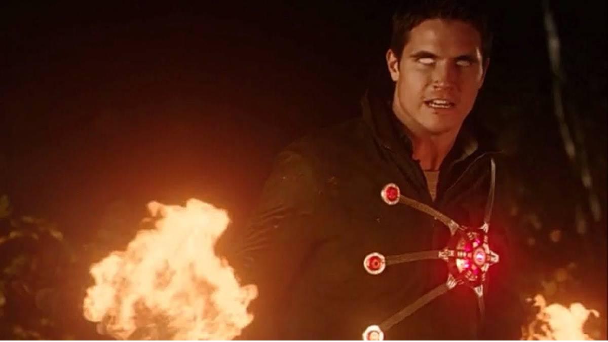Robbie Amell como Nuclear em The Flash (Reprodução / The CW)