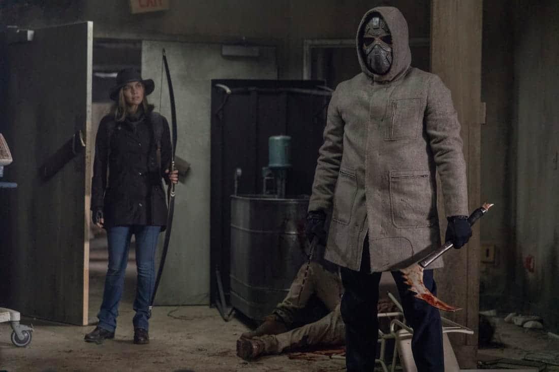 Maggie (Lauren Cohan) e Homem Mascarado em The Walking Dead