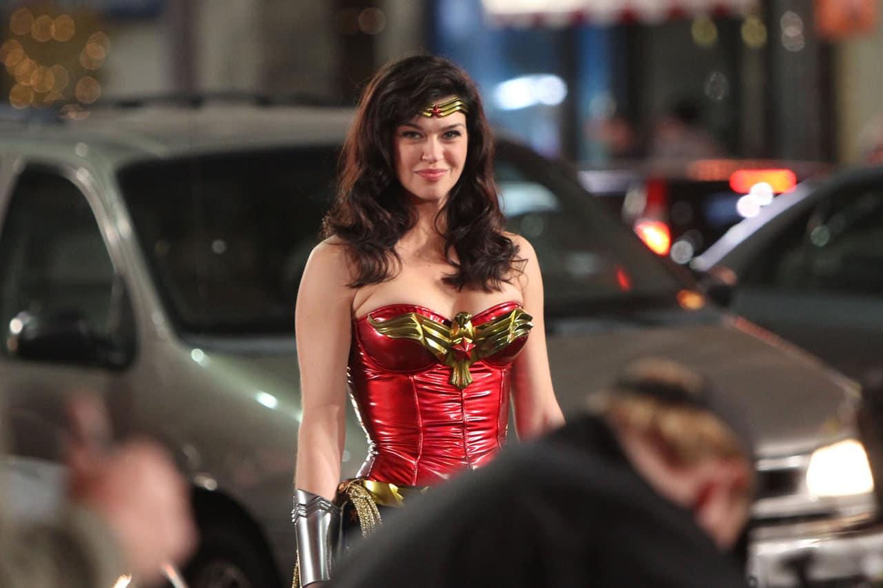Adrianne Palicki como Mulher-Maravilha (Divulgação / NBC)