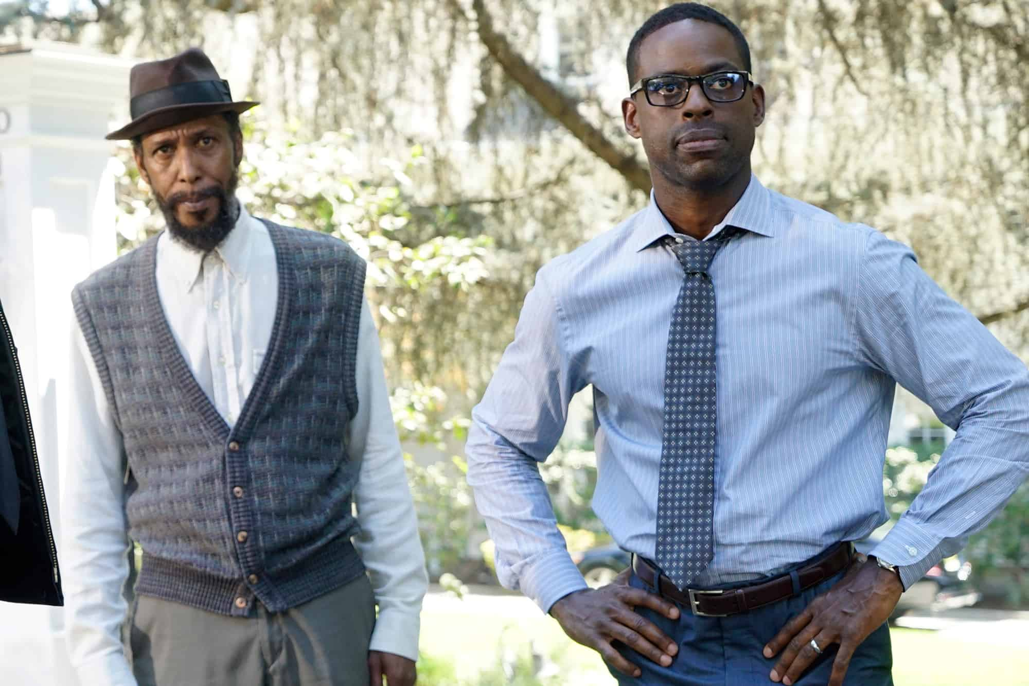 William (Ron Cephas Jones) e Randall (Sterling K. Brown) em This is Us