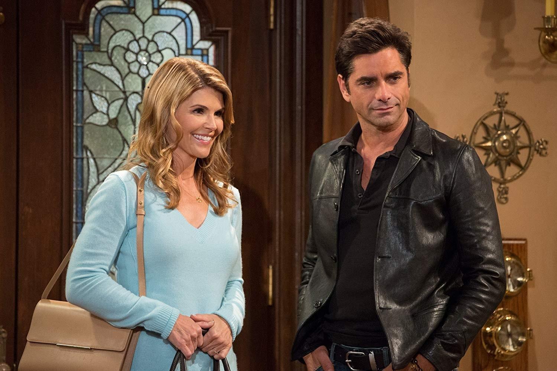 Becky (Lori Loughlin) e Jesse (John Stamos) em Fuller House