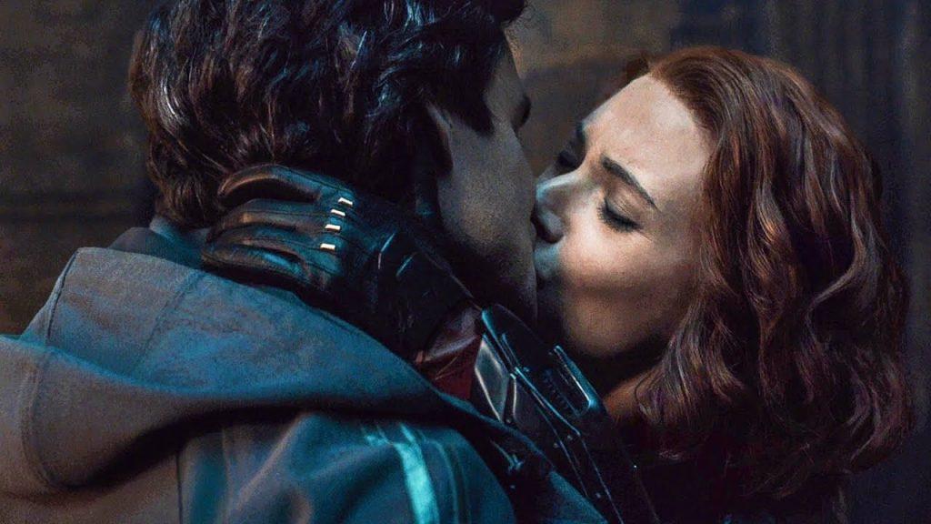 Bruce (Mark Ruffalo) e Natasha (Scarlett Johansson) em Vingadores Era de Ultron