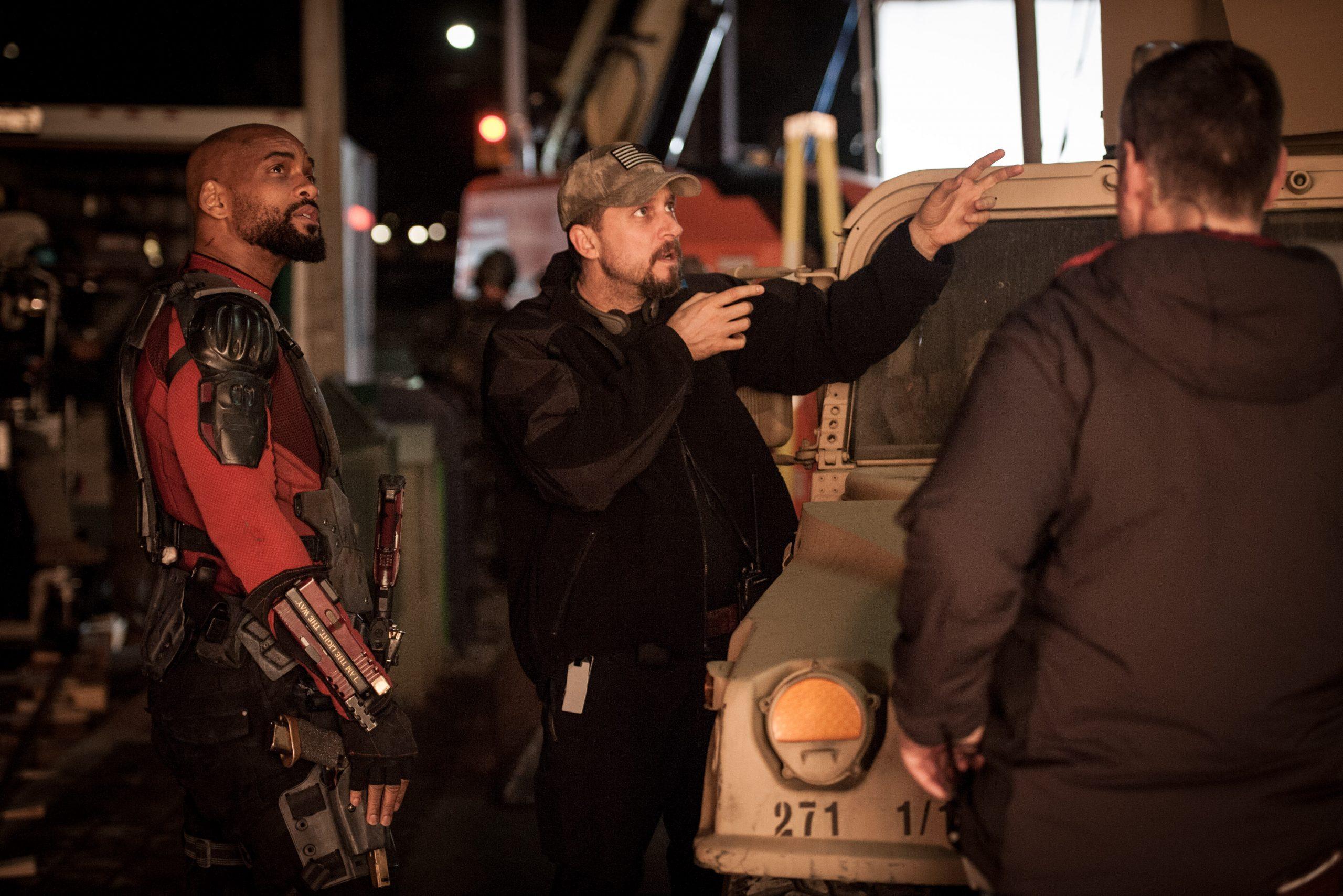 David Ayer dirigindo Will Smith em cena de Esquadrão Suicida