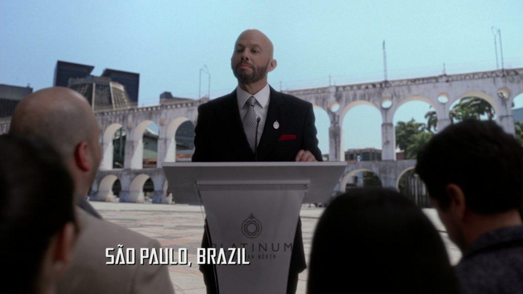 Lex Luthor (Jon Cryer) em episódio de Supergirl que mostra erro