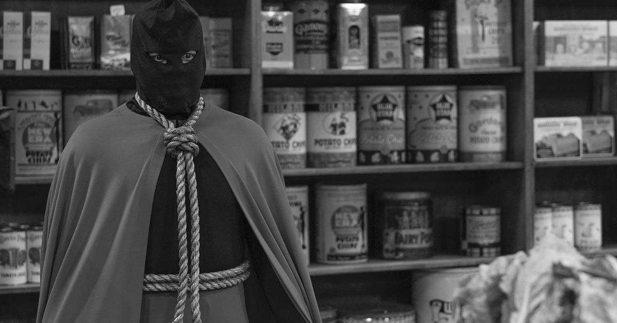 Hooded Justice em Watchmen (Divulgação / HBO)
