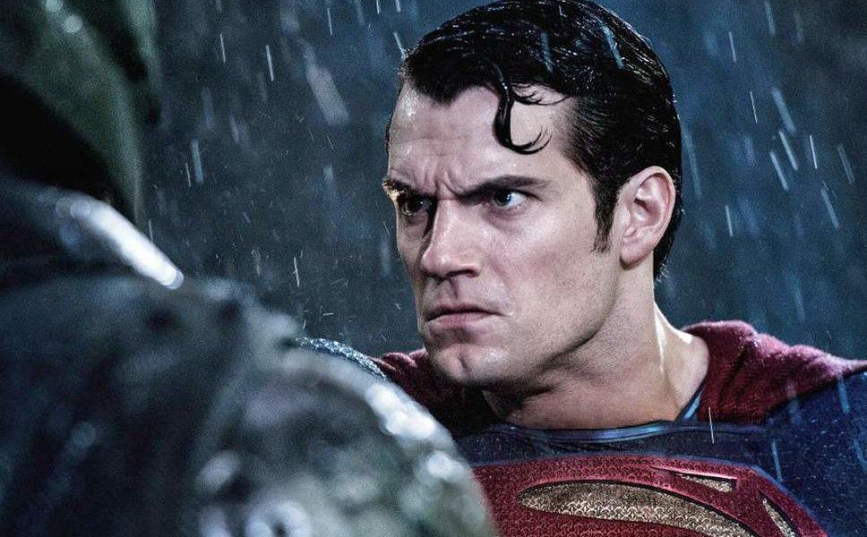 Henry Cavill em cena de Batman vs Superman A Origem da Justiça