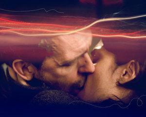House Huddy kiss wallpaper by Fezzes - [Spin-Off News] House: criador da série pede desculpas aos fãs do casal Huddy.