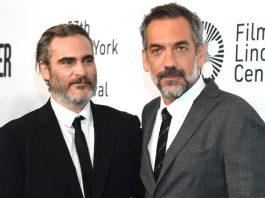 Joaquin Phoenix e Todd Philips no lançamento de Coringa