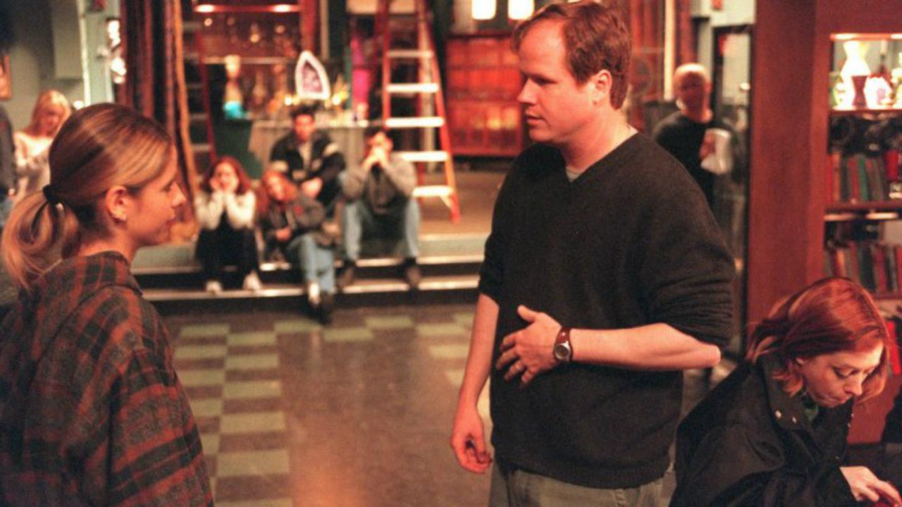Joss Whedon dirigindo episódio de Buffy