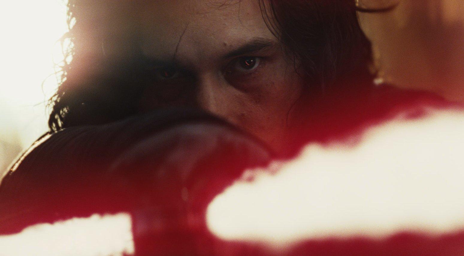 Adam Driver como Kylo Ren em Guerra nas Estrelas (Foto: Reprodução)