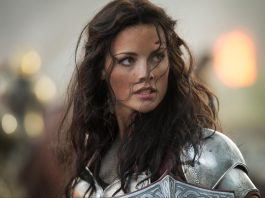 Jamie Alexander como Lady Sif em Thor: O Mundo Sombrio