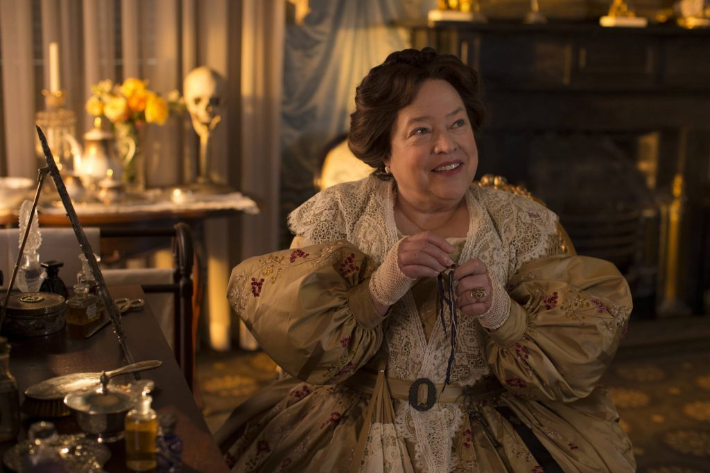 Madame Delphine LaLaurie (Kathy Bates) em American Horror Story