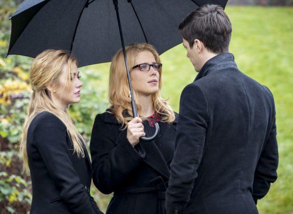 Mia, Felicity e Barry em Arrow